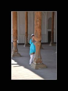 Ouzbekistan femme au téléphone